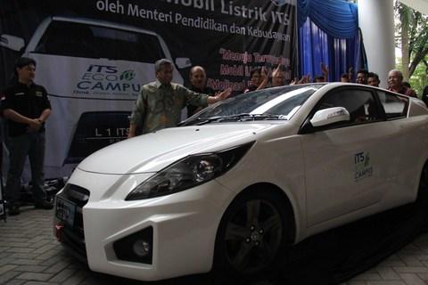 Mendikbud berkesempatan sebagai launcher untuk mobil ITS